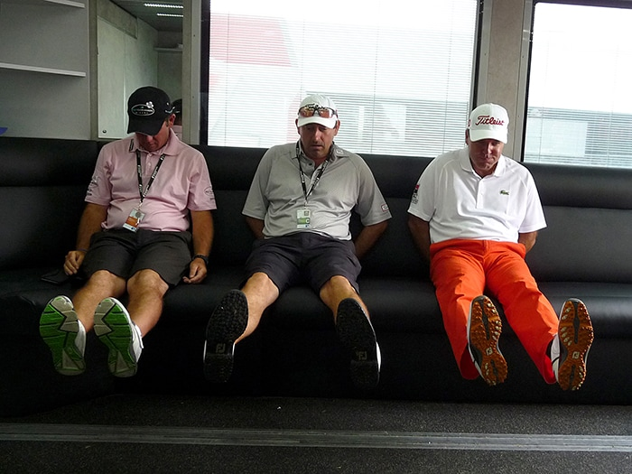 Dufnering Thomas Levet and caddies paying tribute...