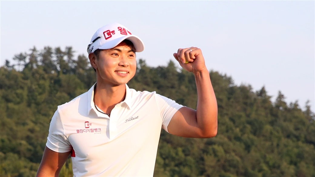HyungJoon Lee celebrates after holing the winning putt at the 2019 Descente Korea Munsingwear Matchplay